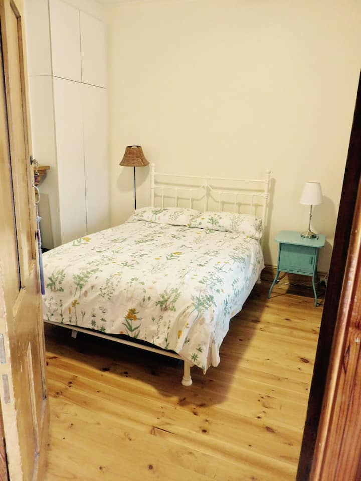 Room in quirky 1900 railway cottage