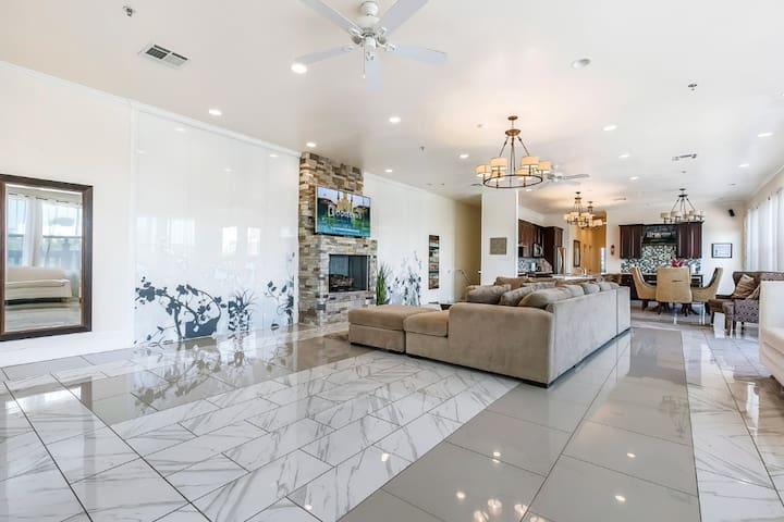 Spacious 4BD Luxury Penthouse with Balcony