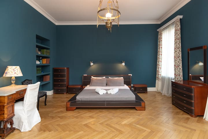30%OFF✺Spacious 2 Bedroom Apt on Rustaveli Avenue✺