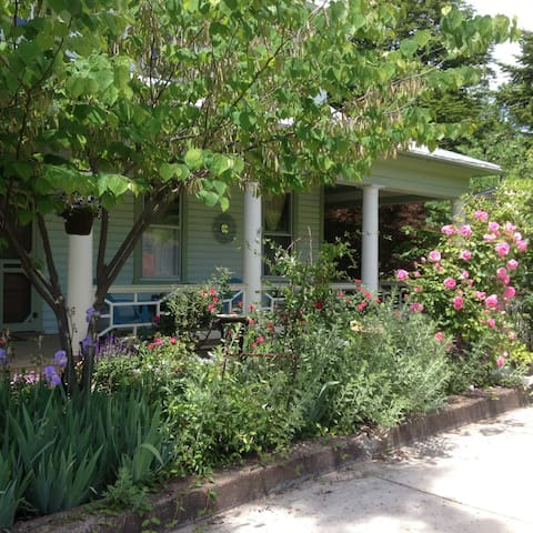 Sage House - Peaceful gardens and a literary theme