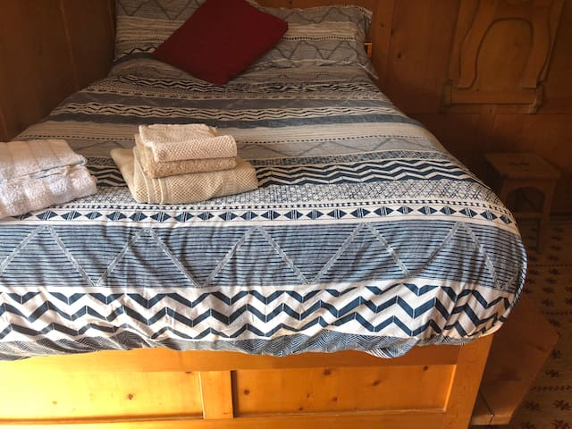 French bed for one person or a couple