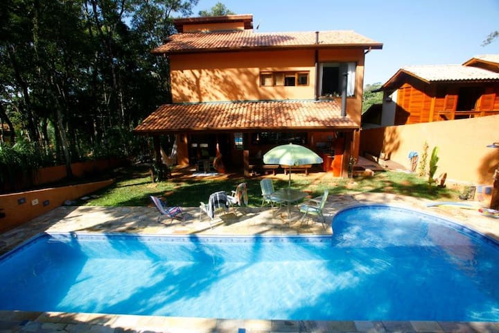 Alugo Casa c/ piscina em área verde - Itapevi - Casa