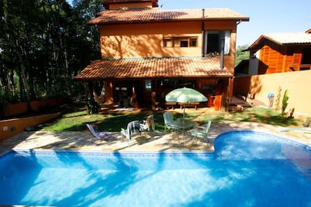 Alugo Casa c/ piscina em área verde - Itapevi