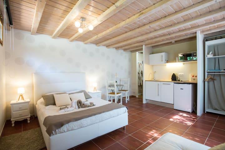 Studio jardin spa jacuzzi proche mer et calanques