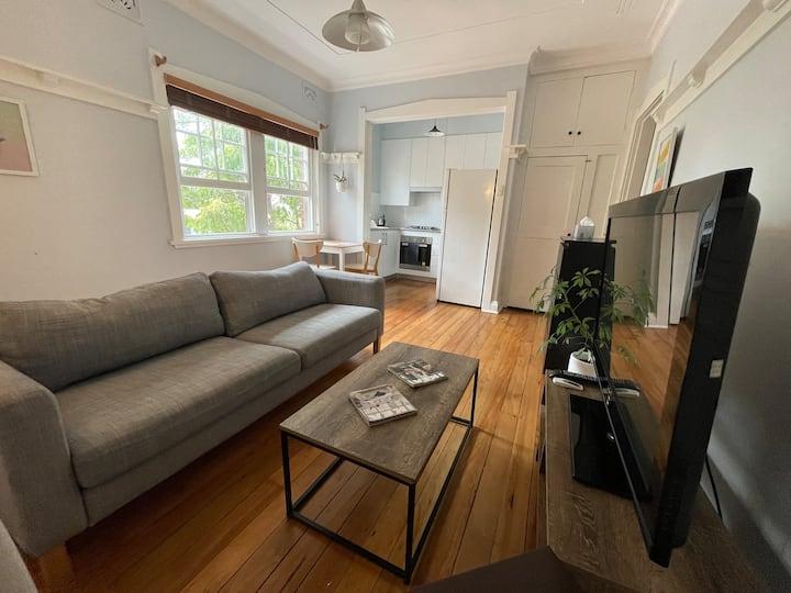 Entire 2 BR apartment -Randwick  -1 min light rail