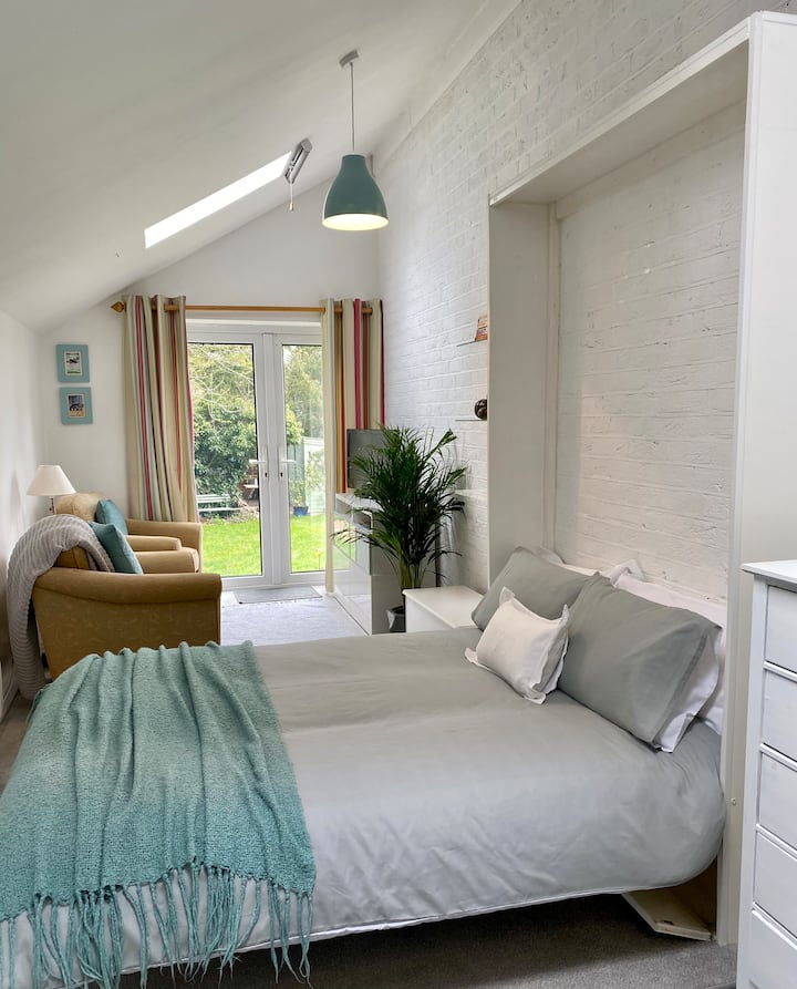 Riverside Light and Bright Studio Style Annexe.