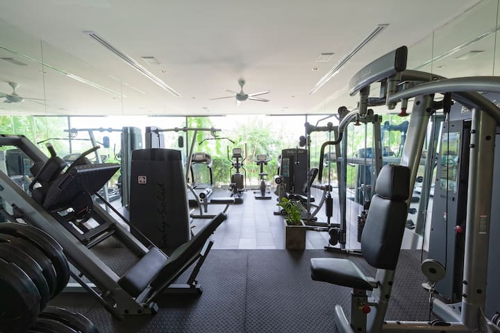 The fully equipped house gym is located on floor 1.5, which means that it can be accessed by short stairways from the 1st and 2nd floors but is not directly accessible via elevator.