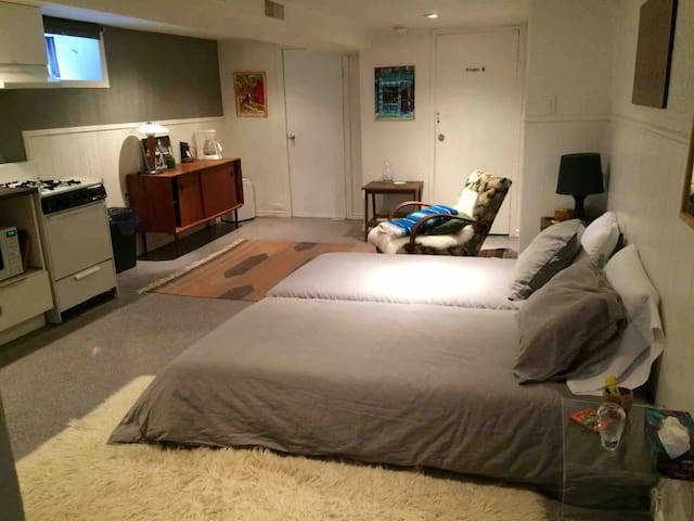 Cosy Pad in heart of Little Italy