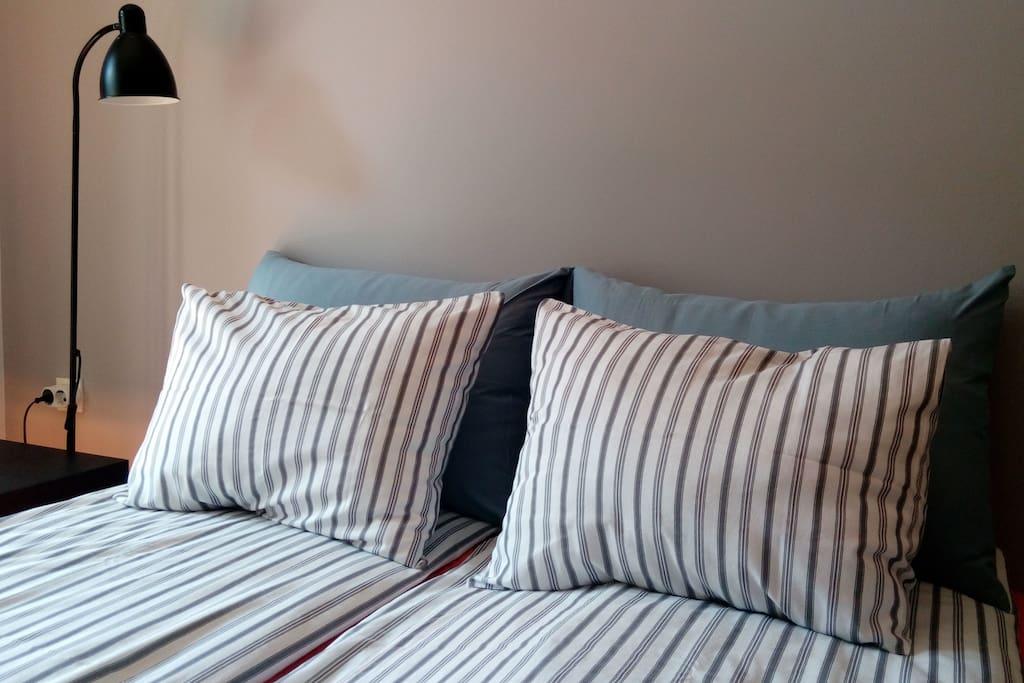 a cozy double bed - 160x200cm