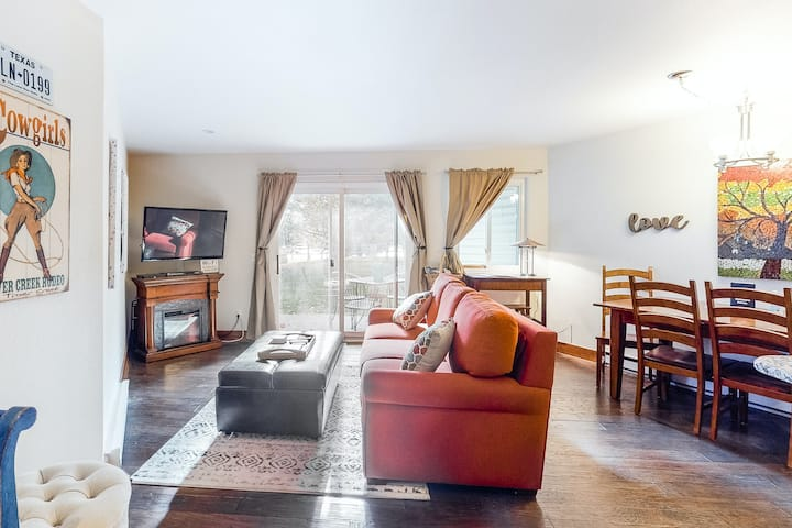 Colorado-themed, family-friendly condo close to the reservoir & ski slopes
