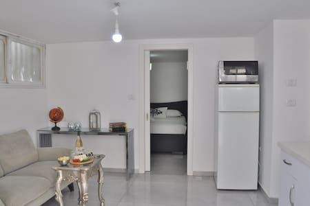 ★Charming Studio/Free Parking/20Km From Tel Aviv★