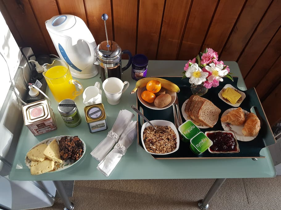 Beautiful full continental breakfast supplied by your refrigerator & microwave inclusive of home baking & basket of fresh fruit.