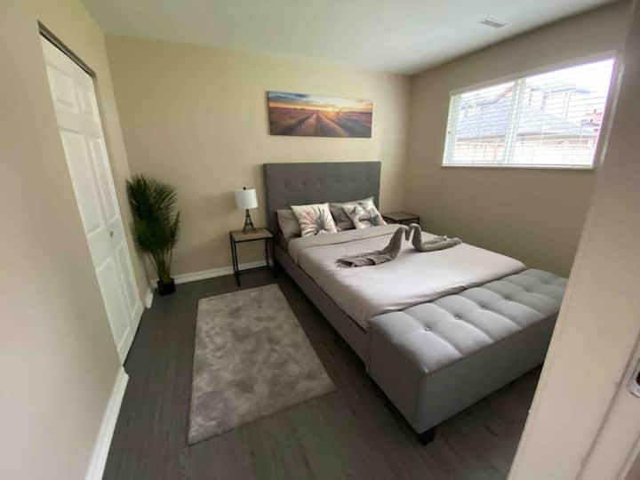 Newly done bright 2 bedroom suite near Vancouver