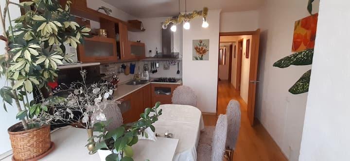 """Уютная квартира рядом с остановкой """"Метеостанция"""""""