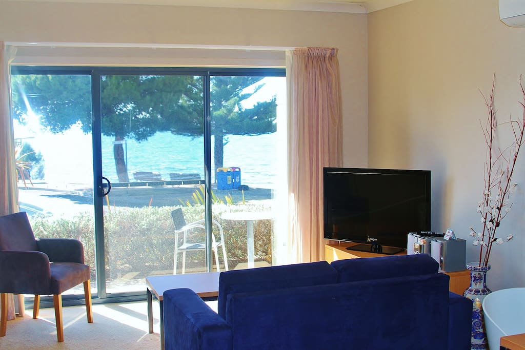 Spectacular views of the wharf area can be enjoyed from the living area and balcony