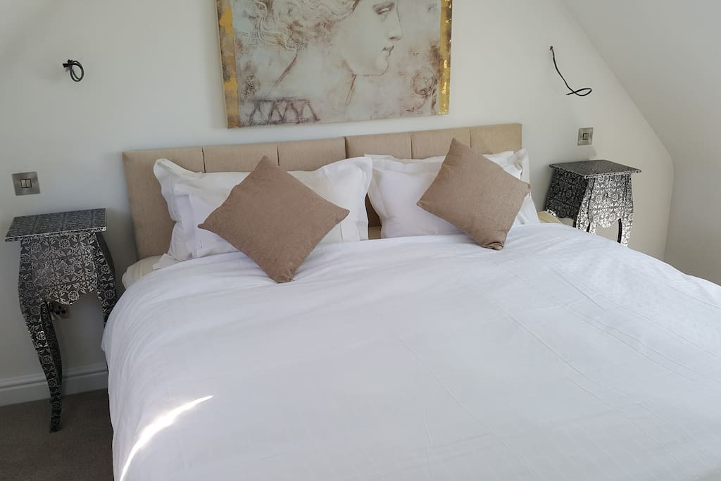Bedroom with superking bed that can split into 2 singles