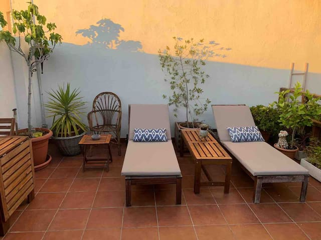 ENTIRE APARTMENT! WIFI & TERRACE! F