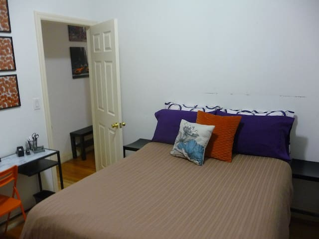 Newly Furnished 1BD Near Train!