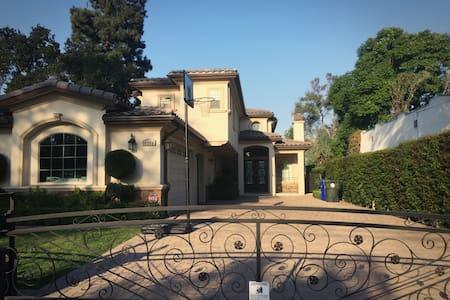 圣盖博市豪华别墅,舒适干净的独立套房1分租,欢迎旅游商务人士入住 - San Gabriel
