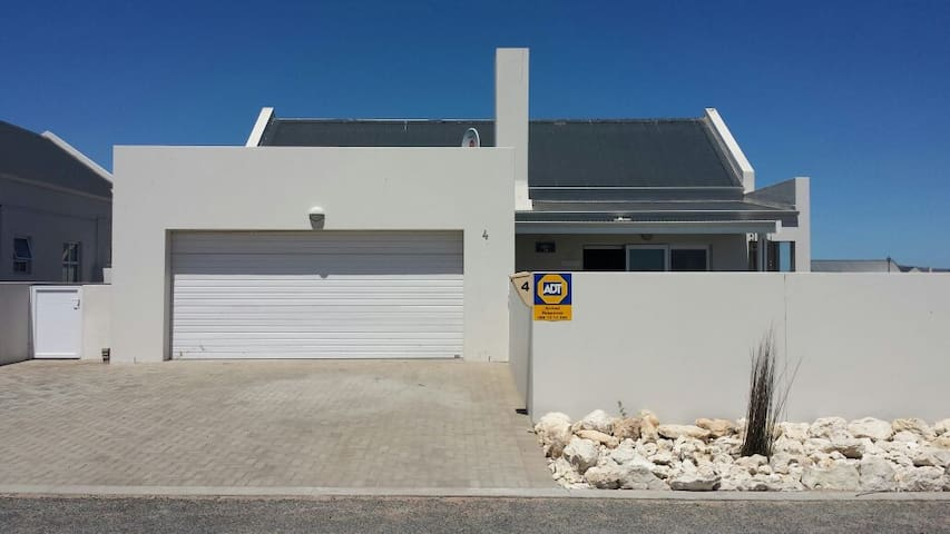 Lovely fully furnished family home - upto 10 ppl - Langebaan - Dom