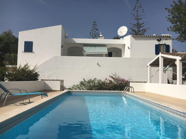 belle maison de  160 m2 avec piscine privative - Alcantarilha