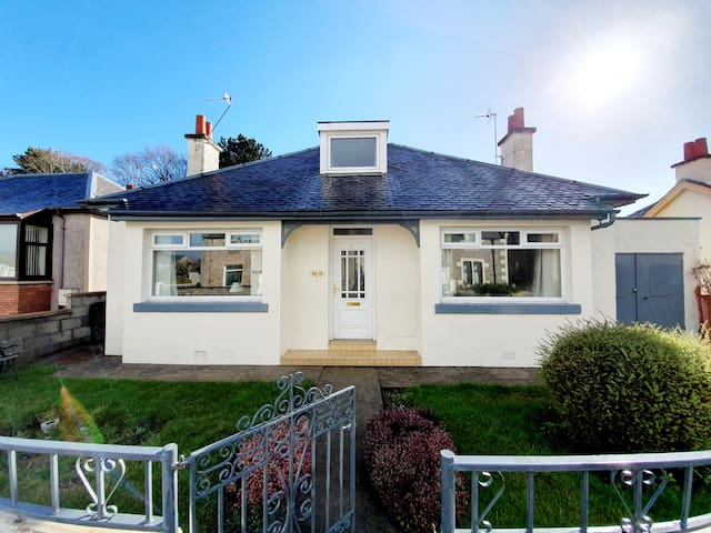 Wonderful 3 Bedroom Bungalow in Inverness!
