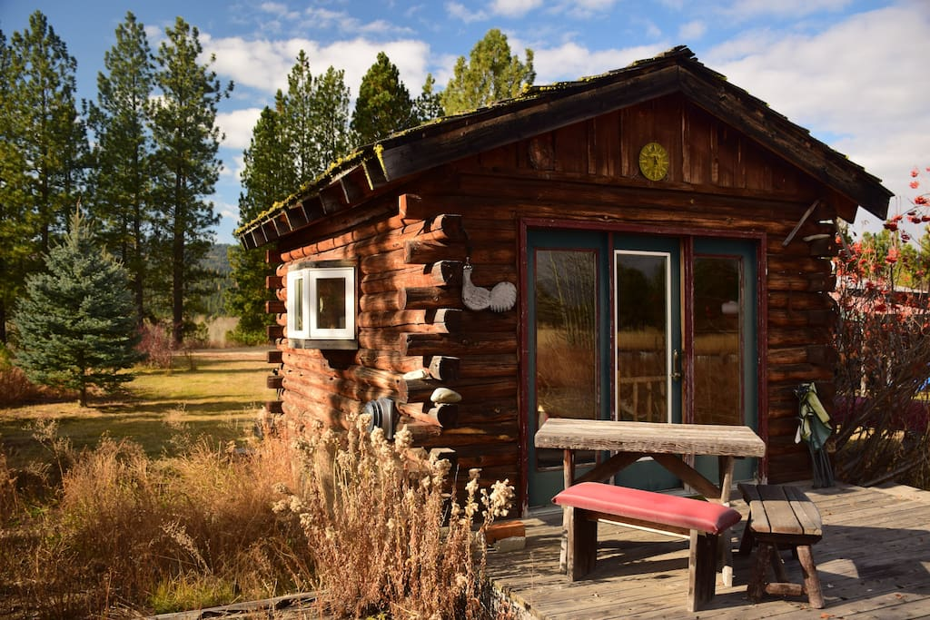 Panoramic views of mountains, pastures, the Payette River valley in a tranquil setting.