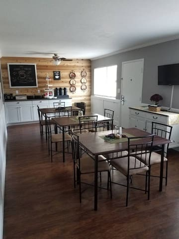 Clean and Convenient Suite w/Free Breakfast 148