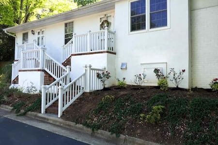 Charming Cameron Village 2BR Condo - Raleigh - Other