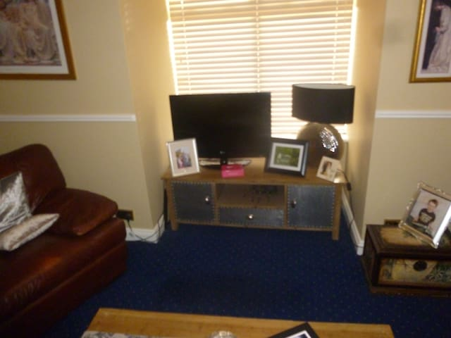Sitting room  relax watch television cable tv all stations