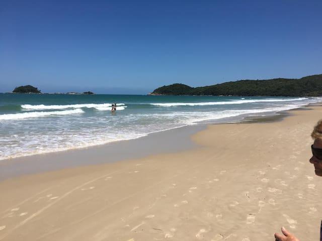Lindo Apto. Novo Alto Padrão na Praia de Palmas!