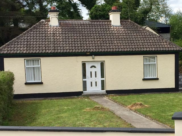 Relaxing Spacious  3 Bedroom Country Cottage