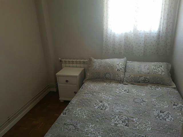 Habitación privada en cómodo piso - Madrid - Daire