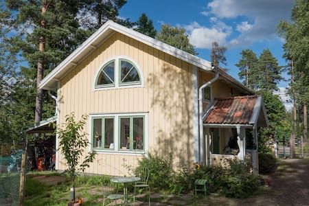 Cute studio house with lake view - Falun - Wohnung