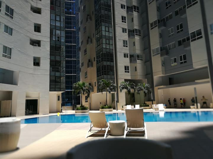 Spacious Bedrm CityvieW+Private Bathroom+WIFI @BGC