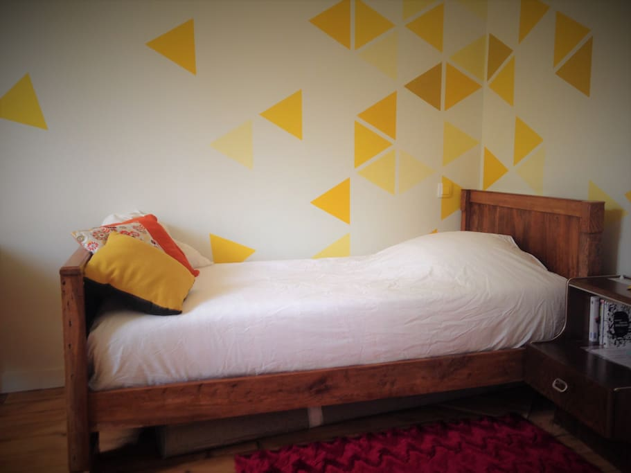 Chambre claire et calme houses for rent in niort for Chambre translation