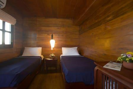 Twin-bedded cabin