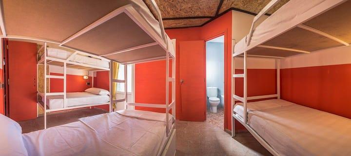 Chambre pour 6 voyageurs au centre de Lloret
