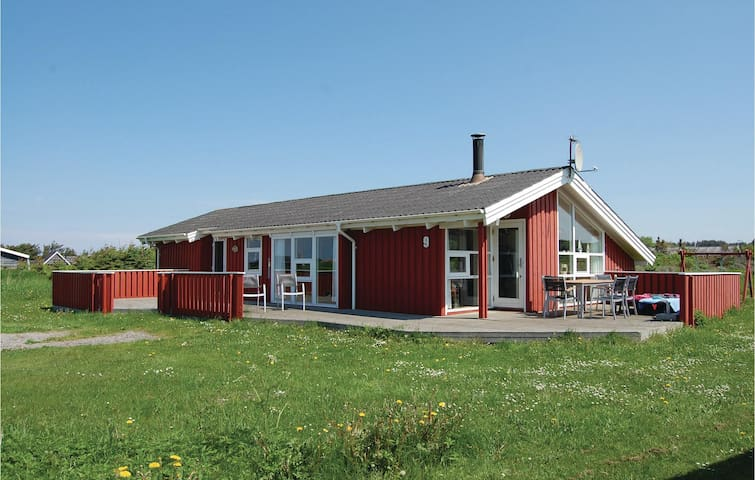 Holiday cottage with 3 bedrooms on 120m² in Hjørring