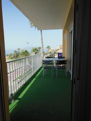 Maravilloso apartamento con terraza al mar - La Cala del Moral - 公寓