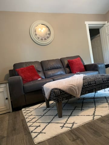Cozy Cottage~Newly Remodeled~Minutes from Downtown