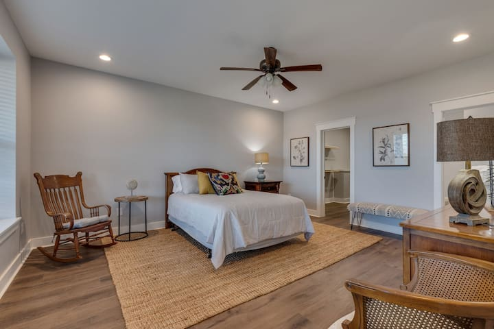Spacious ground level bedroom with bathroom and washer/dryer.