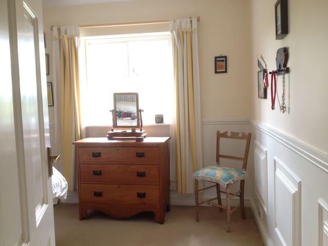 small single bedroom 4