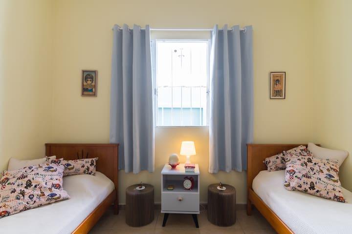 Duas camas de solteiros, originais dos anos 50 <3