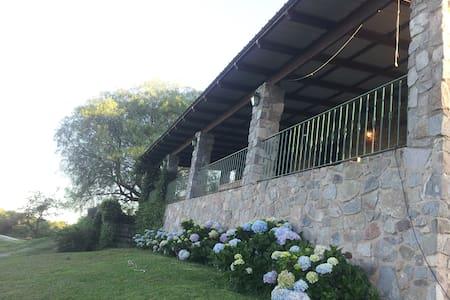 Casa de Piedra en el campo - La Granja - 단독주택