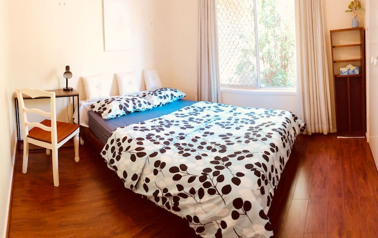 Sunnybank great bedroom 華人區中心溫馨雙人房