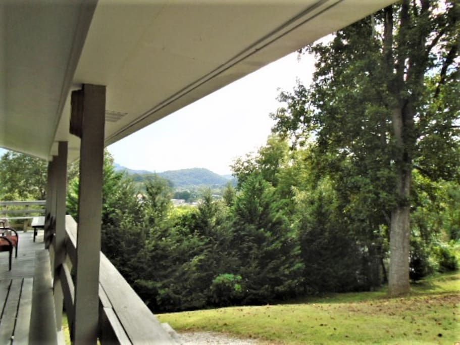 BEAUTIFUL MOUNTAIN VIEWS FROM THE COVERED PORCH