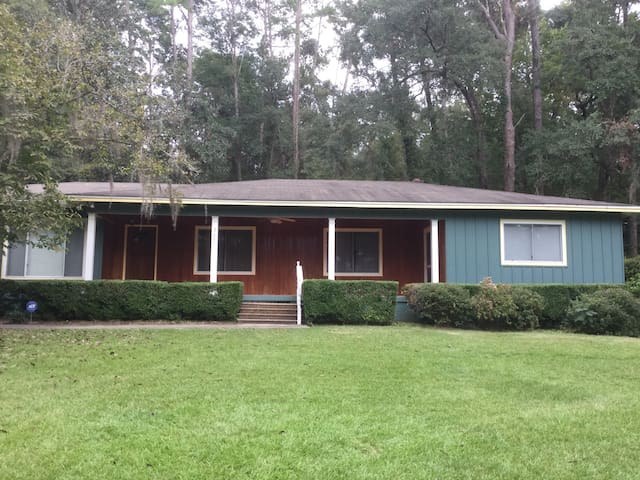 2 Bedroom Close to Capitol and Downtown