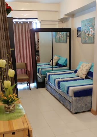A cozy, relaxing studio condo at city center