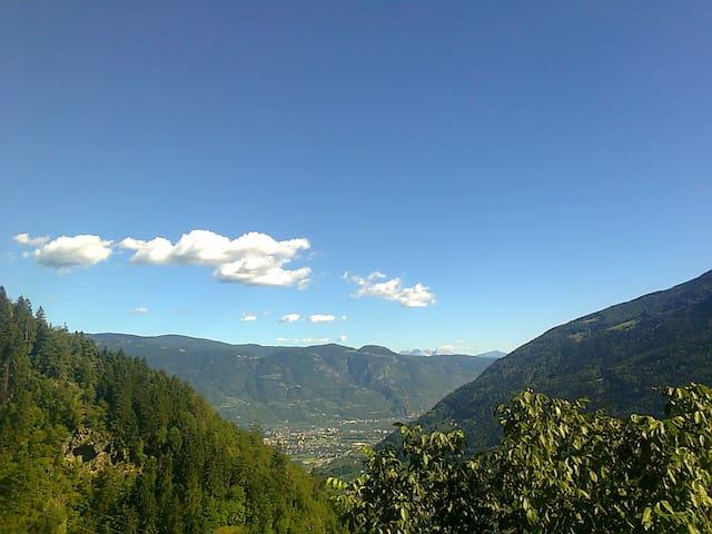 Aussichtsfoto von den Balkonen Richtung Dolomiten